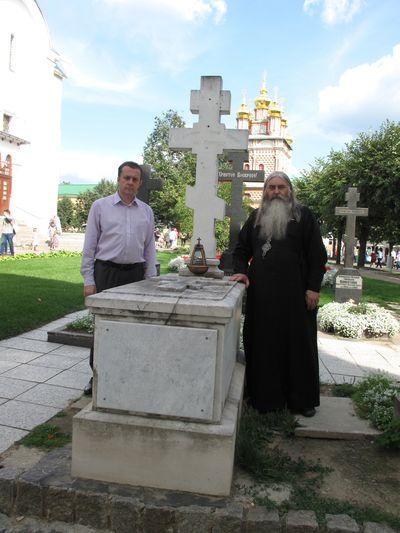 Могила архимандрита Леонида (Кавелина)