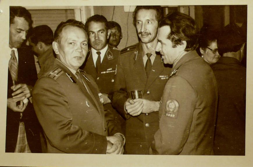 Дамаск, 1975 г. Военный атташе в гостях у миротворцев. Рядом – А. И. Исаенко и В. П. Маренко