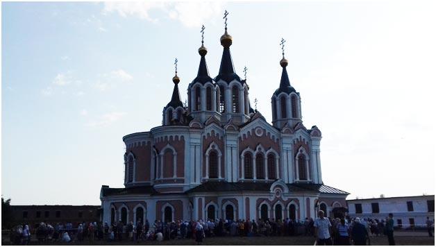 Храму быть! Патриарх Кирилл освятил закладной камень Троицкого храма
