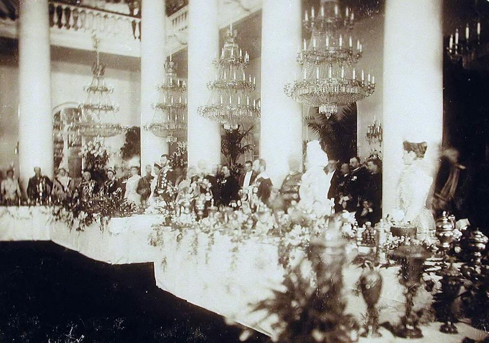 Прием в благородном собрании, 1900 г