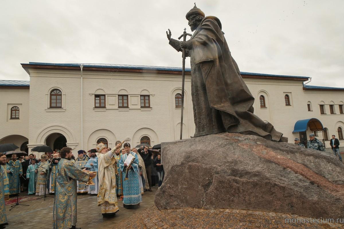 Монумент огромному правителю Ивану III открыли вКалужской области